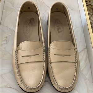 Tods Cream size 38/8 women's driving loafers